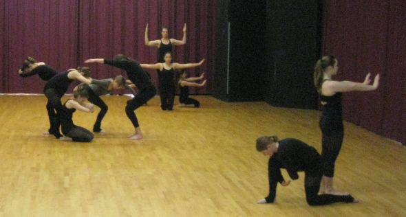 PTDT dancers working with an improvisational structure